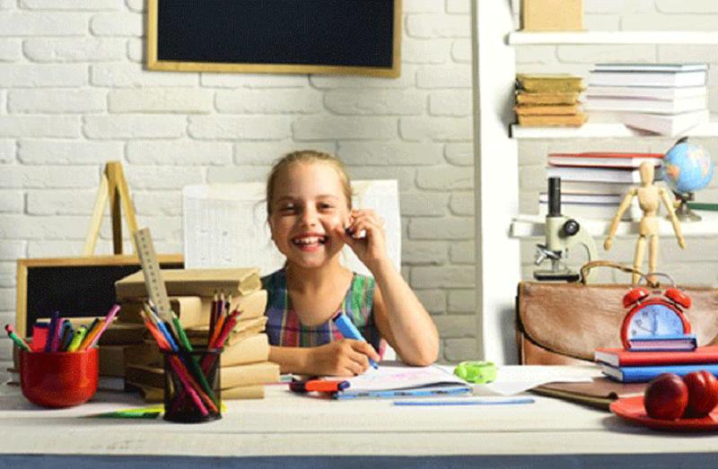 Ergonomischer Kinder-Schreibtischstuhl für einen höheren Sitzkomfort bei den Hausaufgaben