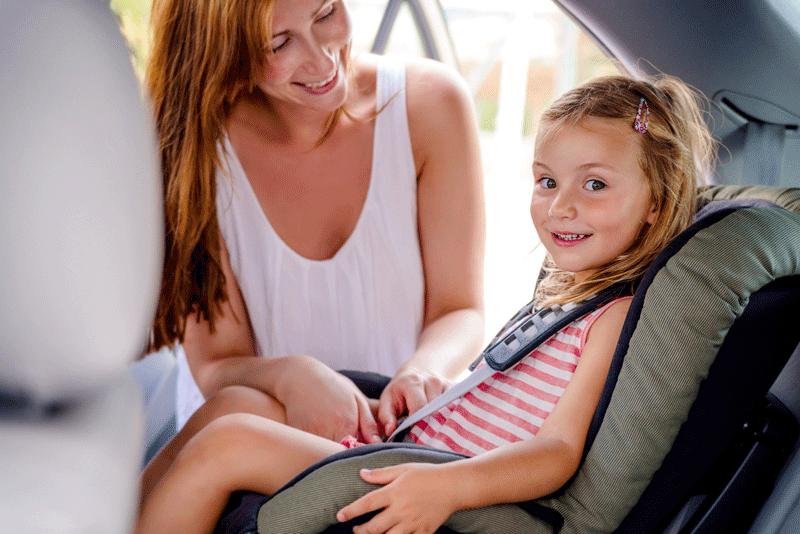 Kleinkinder im Auto richtig sichern – Das gehört unbedingt dazu