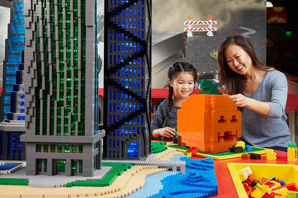 SÜSSES ODER SAURES TRIFFT AUF LEGO® HIDDEN SIDE™