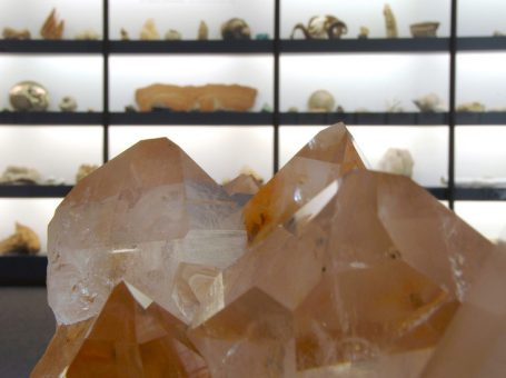 Kinder- und Familienführung im Mineralien-Museum: Aus Mineralien besteht die Welt